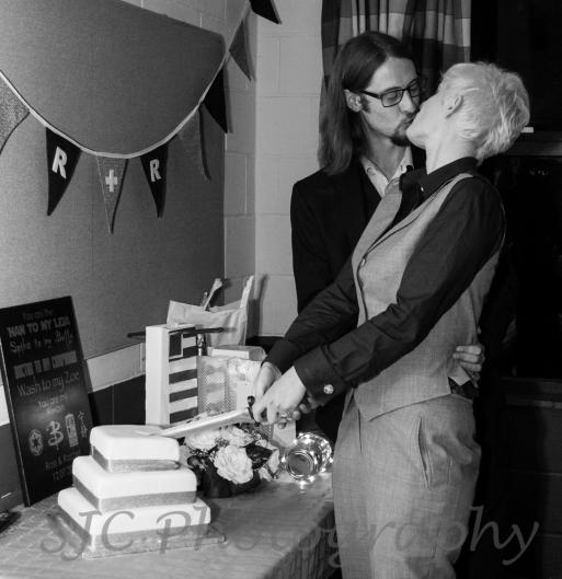 cake kiss black and white011